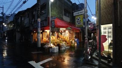 shopping-street-ogikubo-tokyo-fruit-kanban-kenchiku